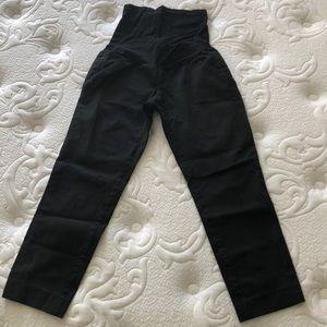 Black Pea in the Pod maternity pants.